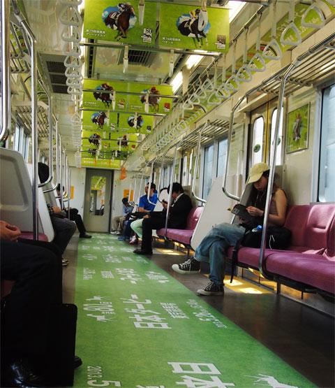 ダービーラッピング列車