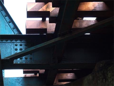 井之頭公園鉄橋の枕木