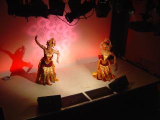 バリダンスのステージ