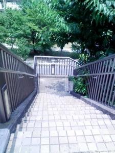北山田駅裏階段