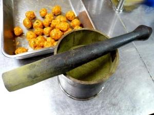 スパイスを粉にする道具