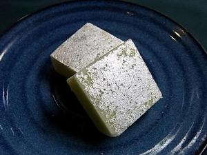 銀箔つきのお菓子