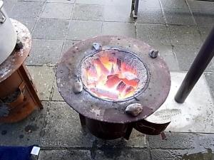 炭火で調理