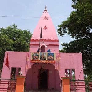 ピンク色のお寺