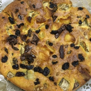 手作りフルーツとチョコとナッツのケーキ