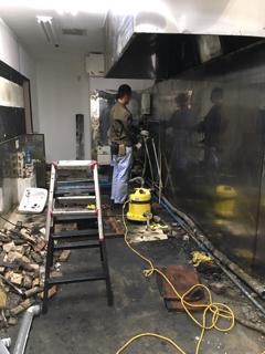 厨房工事開始