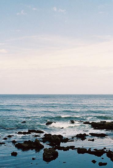 海の青、空の青