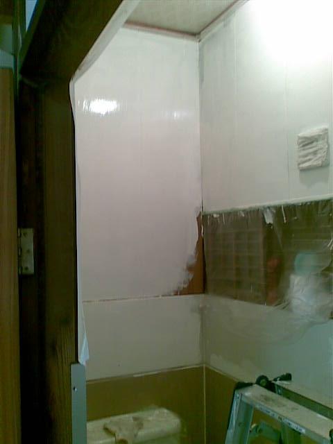 トイレも塗り中