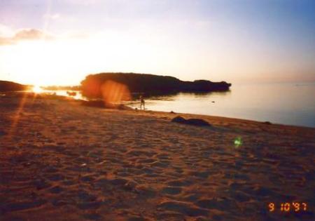 西表の星砂の浜に沈む夕日