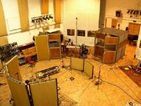 スタジオの鳥瞰写真。天井が高ーくて、ほっこりするかんじ。