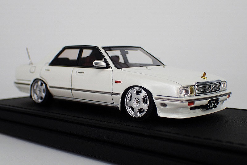 IG1089 Nissan Cedric Cima (Y31) Pearl White -1.jpg