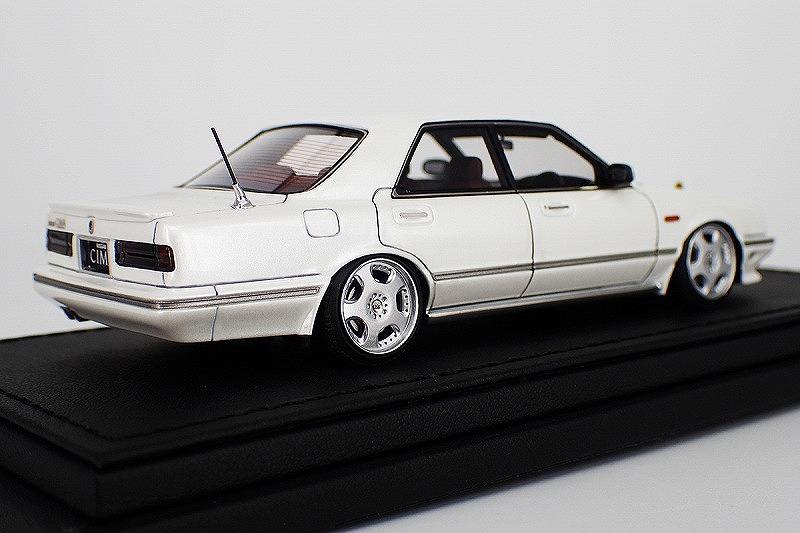 IG1089 Nissan Cedric Cima (Y31) Pearl White -2.jpg