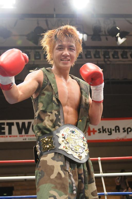 AKIRA(チームドラゴン/J-NETWORKフェザー級王者)