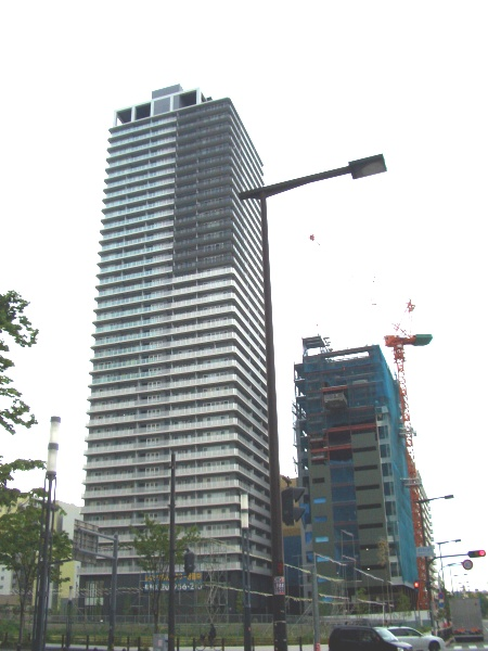 JR難波南側らへんにある建設中のマンション