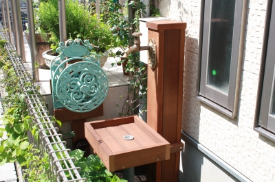 アイアンウッドの立水栓とパン