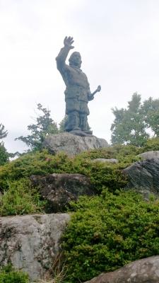 三峰神社ヤマトタケルノミコト像