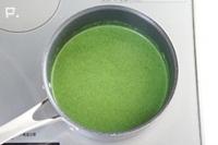 鍋に戻して、塩・こしょうで味を調え、必要であれば牛乳を加えてとろみを調節する。火を止めてレモン果汁を加えてサッと混ぜる。