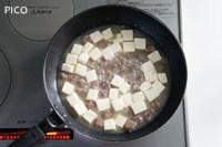 全体に火が通ったら塩で味をととのえ、水溶き片栗粉でとろみをつける。最後にレモン果汁を加えてサッと混ぜ合わせたる。
