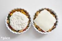 耐熱皿に�を敷きつめ、�とチーズをのせる。トースターで焼き色がつくまで焼いたら出来上がり♪