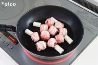 フライパンに油を熱し、トマトとネギを焼く。塩・こしょうを振り、最後にレモン果汁を回しかける。串にさしたら出来上がり♪