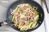 フライパンに油(分量外)を熱し、玉ねぎ・ピーマン・牛肉を炒める。塩・こしょうで下味をつけ、さらにじゃがいもを加えてサッと炒め、ソースを絡めたら出来上がり♪