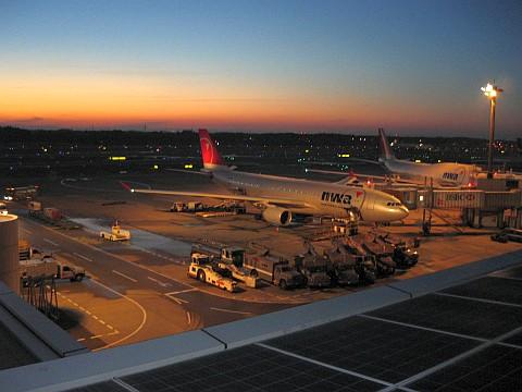 駐機中のノースウエスト航空ボーイング737@第一ターミナル