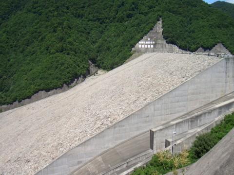 奈良俣ダム 横から