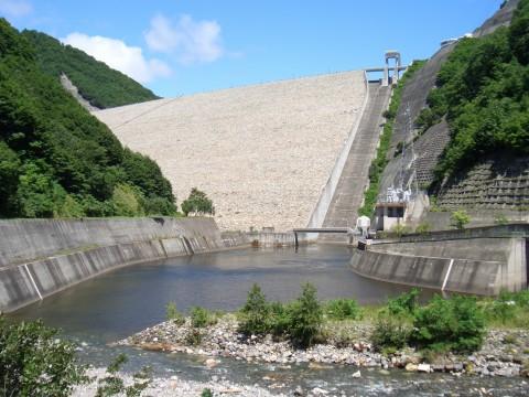 奈良俣ダム 下から