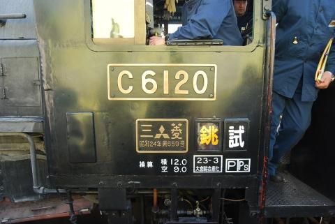 笹川駅に停車中のC6120