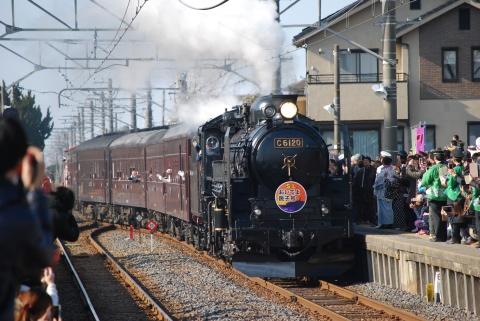 笹川駅に入線するC6120