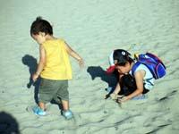 砂浜の2人