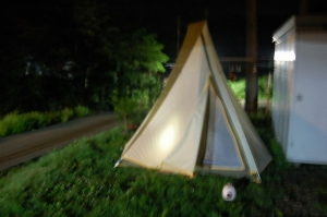 庭にテント