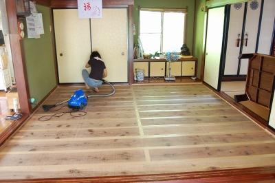 畳干しで床板掃除