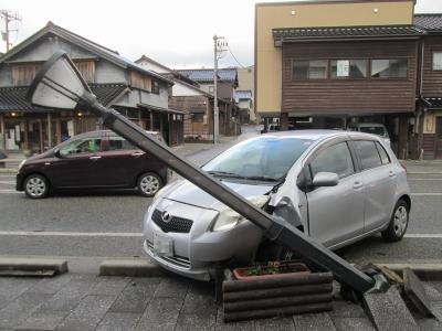 駅前商店街で交通事故