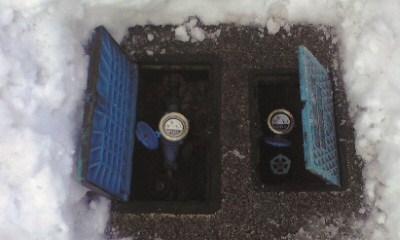 水道メーターで漏水の無いのを確認