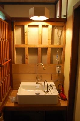 洗面台の壁を補強