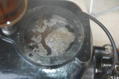 ホッパー内の灰汁