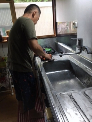 台所のシンク磨き