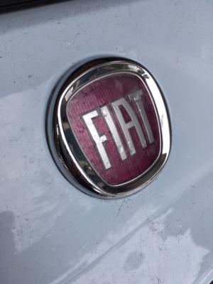 FIAT500リアエンブレム交換