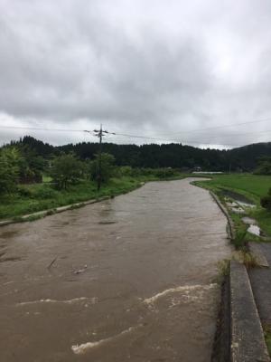 大雨警報で川の様子