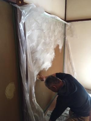 壁材を塗る