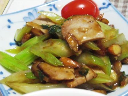 焼豚とセロリのナッツ炒め