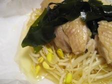鶏肉と豆もやしの蒸し物