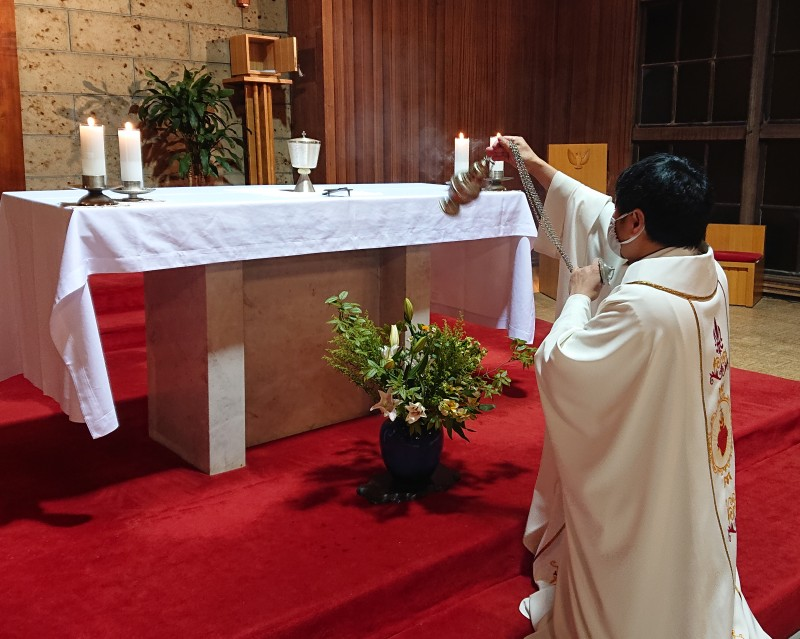 聖体に献香