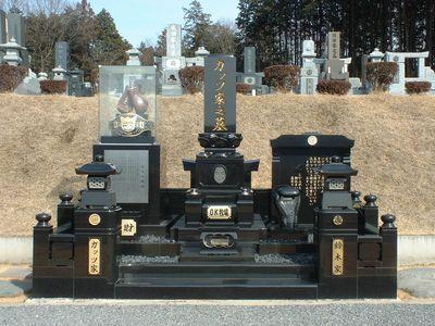 鹿沼市にある「ガッツ家之墓」(さつき霊園)