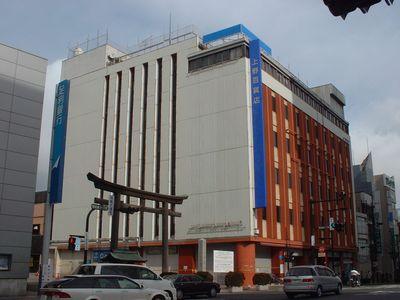 取り壊される前の上野百貨店本館(2005年12月頃)