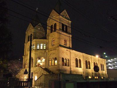 ライトアップされた松が峰教会(2006年4月14日撮影)