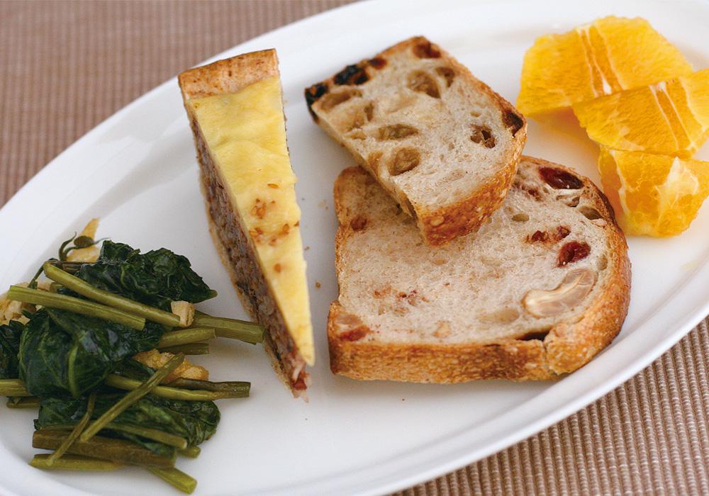 空芯菜炒めとルヴァンのパン