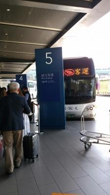 バスで台北へ