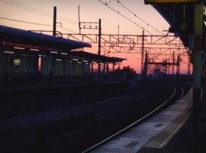 夕暮れの吉川駅
